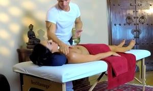 Beautiful client babe sucking masseurs locate